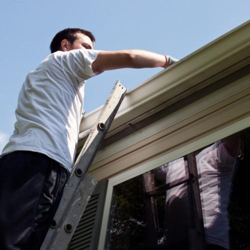 Jak kompleksowo chronić i konserwować dach?