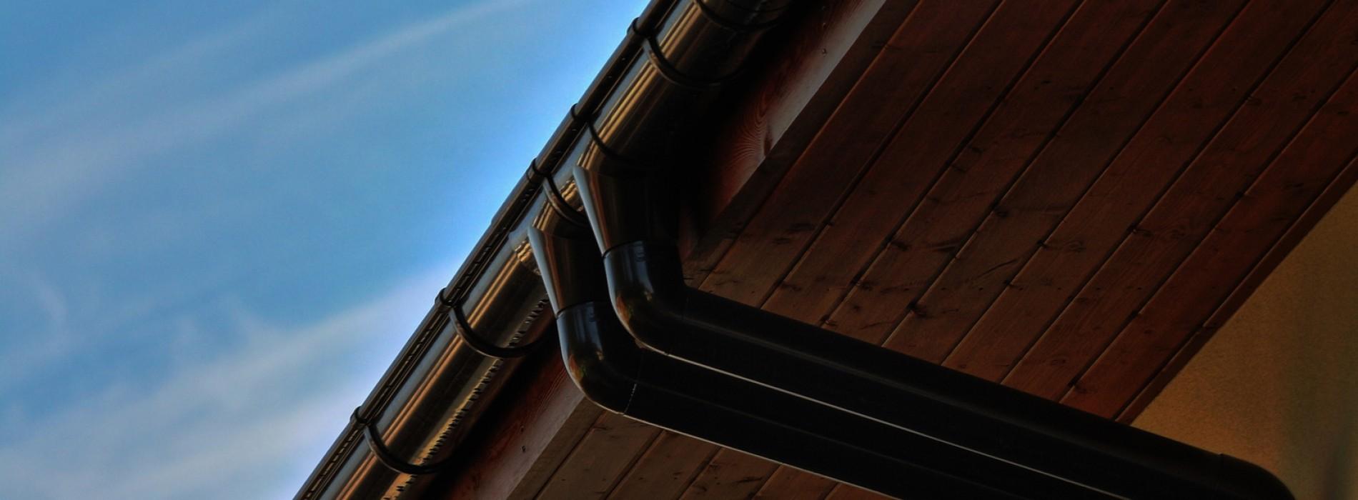 Przegląd materiałów na zabudowę okapu dachu