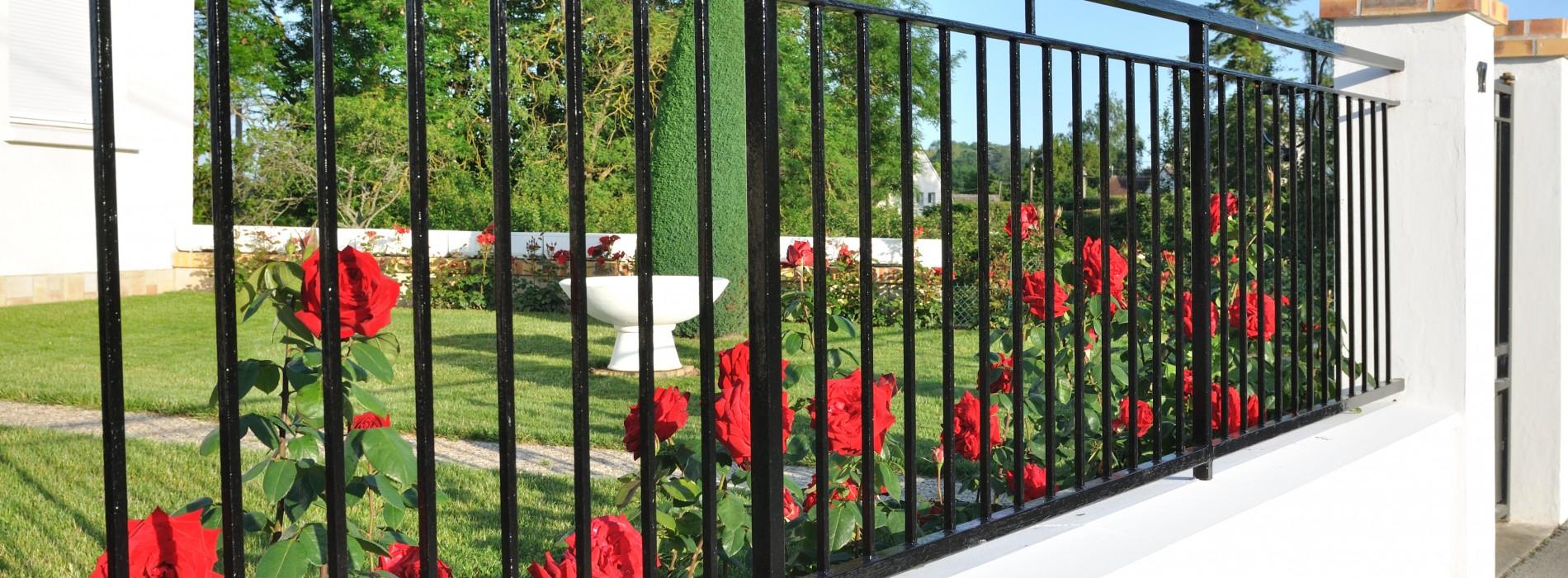 Jakie ogrodzenie wybrać? 5 pomysłów jak ogrodzić dom