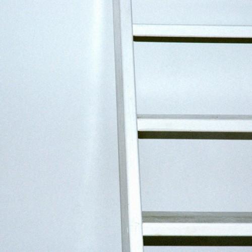 Odnawianie ścian białą farbą – matową czy z połyskiem?