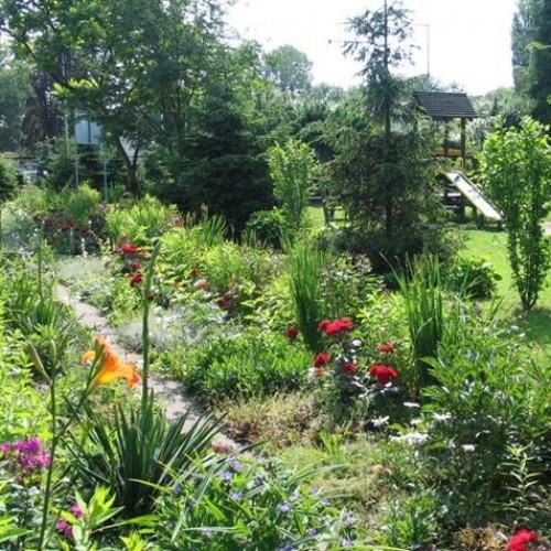 Ogrody ekologiczne stwarzają przyjazne warunki dla ptaków i owadów. Sztuczne nawożenie jest ograniczone do minimum