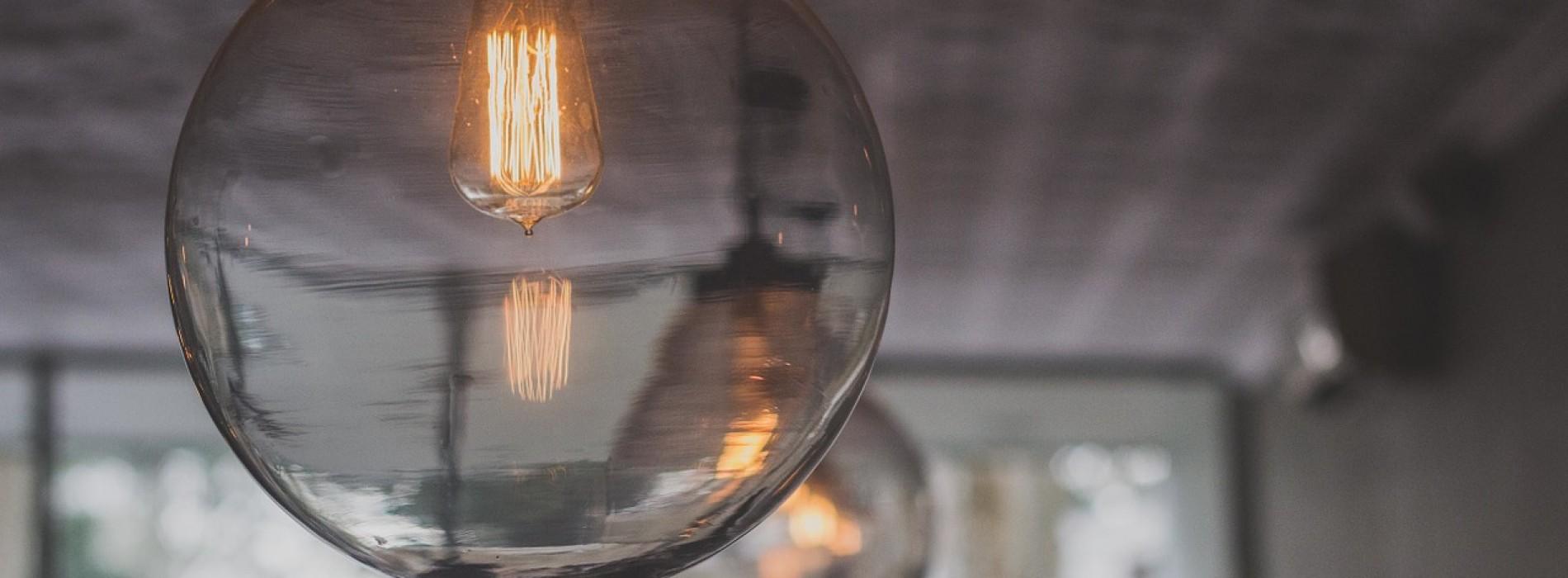 Światło we wnętrzu – jak zgrać jasny dzień z doświetlaną nocą?