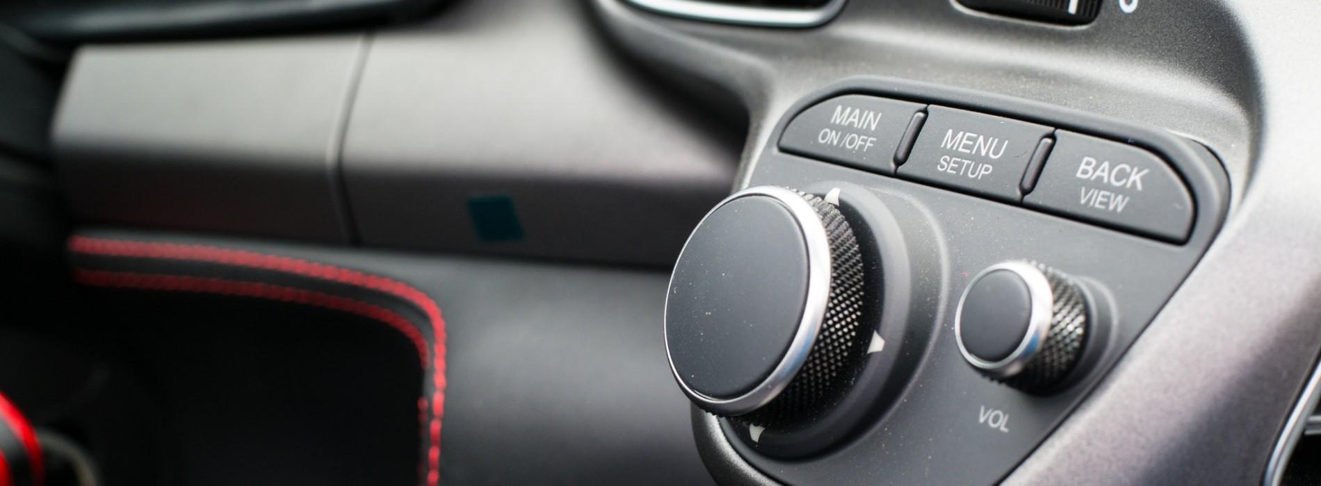 Wypożyczanie z głową. Jak rozsądnie korzystać z wypożyczalni aut?