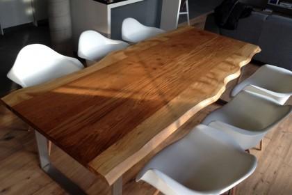 Oko artysty, ręka rzemieślnika  – stoły z litego drewna