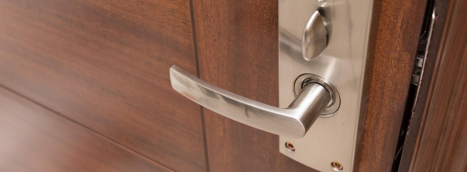 Drzwi drewniane czy PCV – które wybrać?