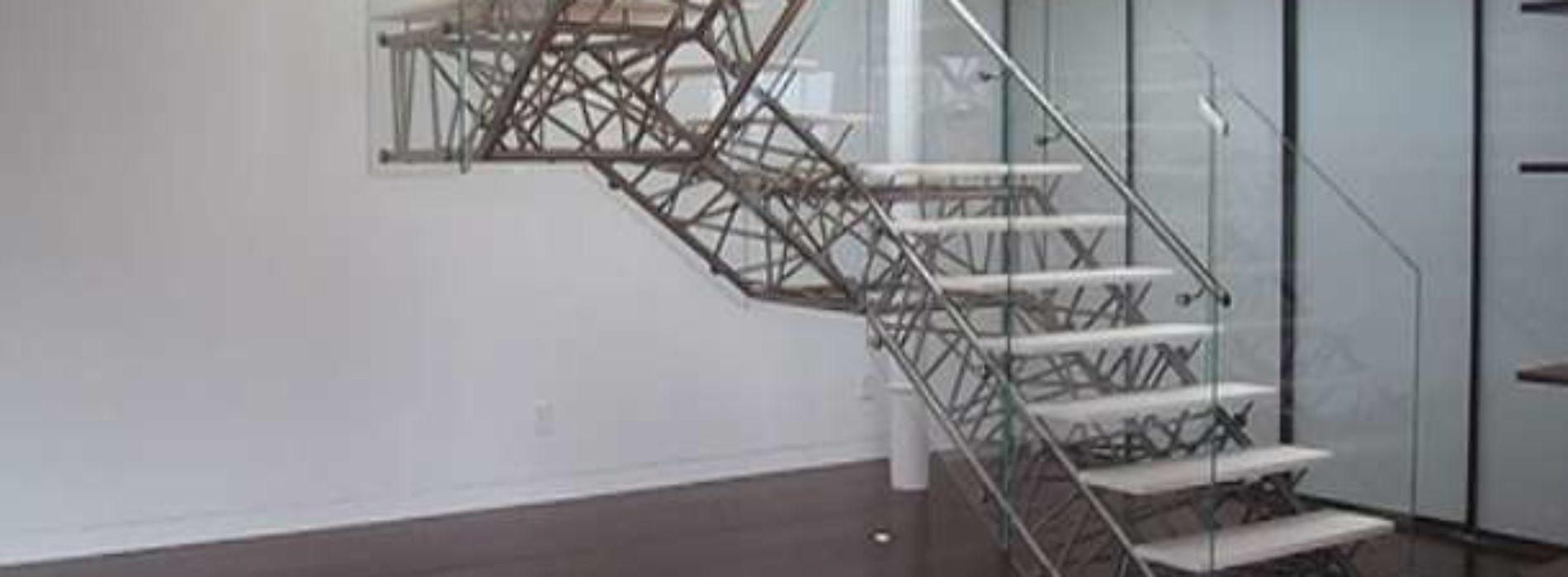 Kiedy zdecydować się na montaż schodów metalowych w domu?
